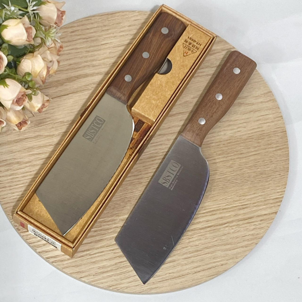 Wide knife with wooden handle